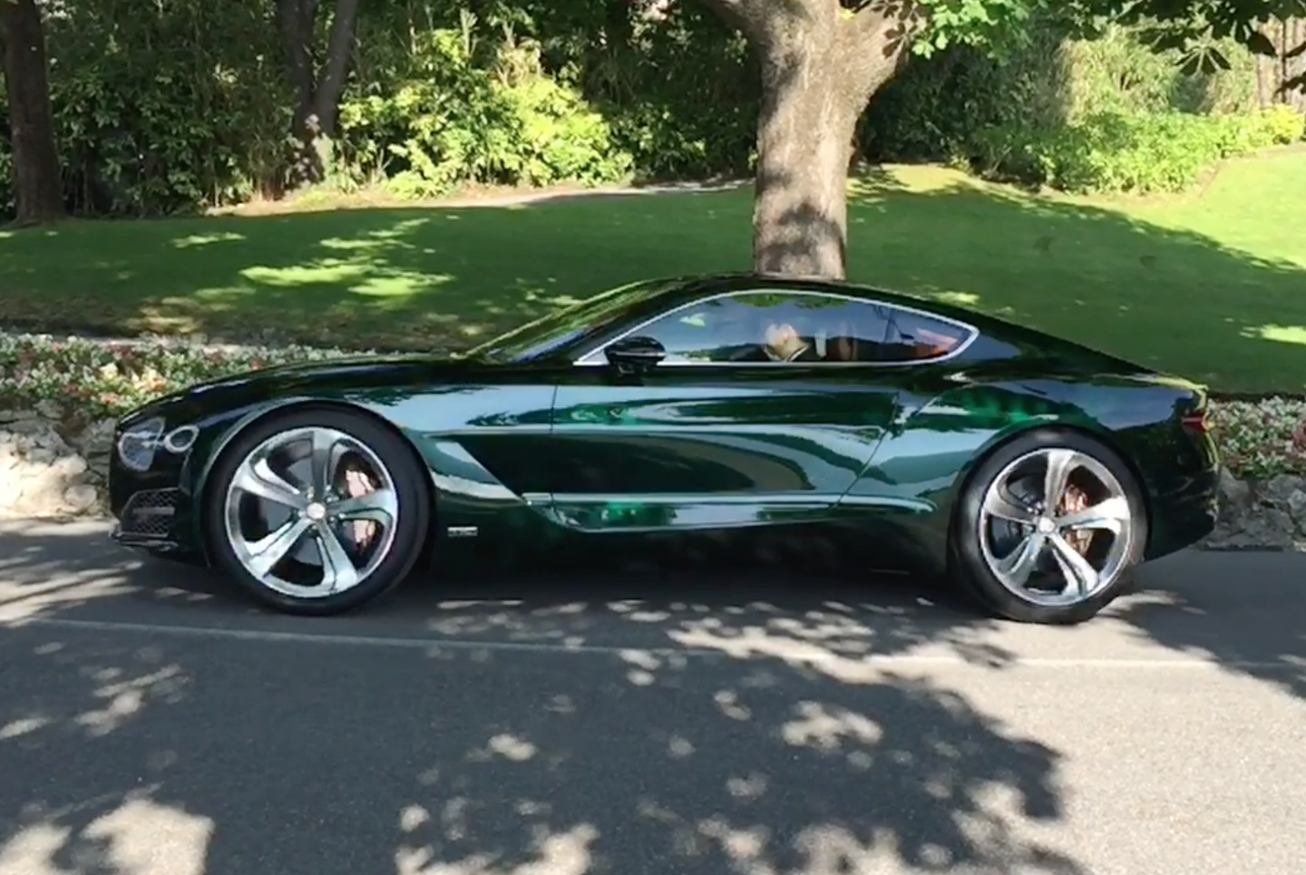 Video: Reflections and shading study - Bentley EXP 10 Speed 6 at Villa d'Este